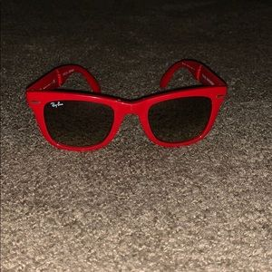 Red fold up ray bans only worn a couple times!